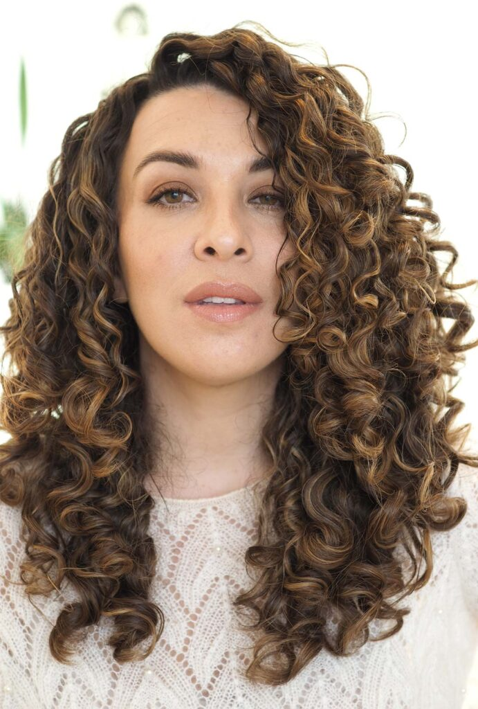 how to maintain healthy curly hair when colouring