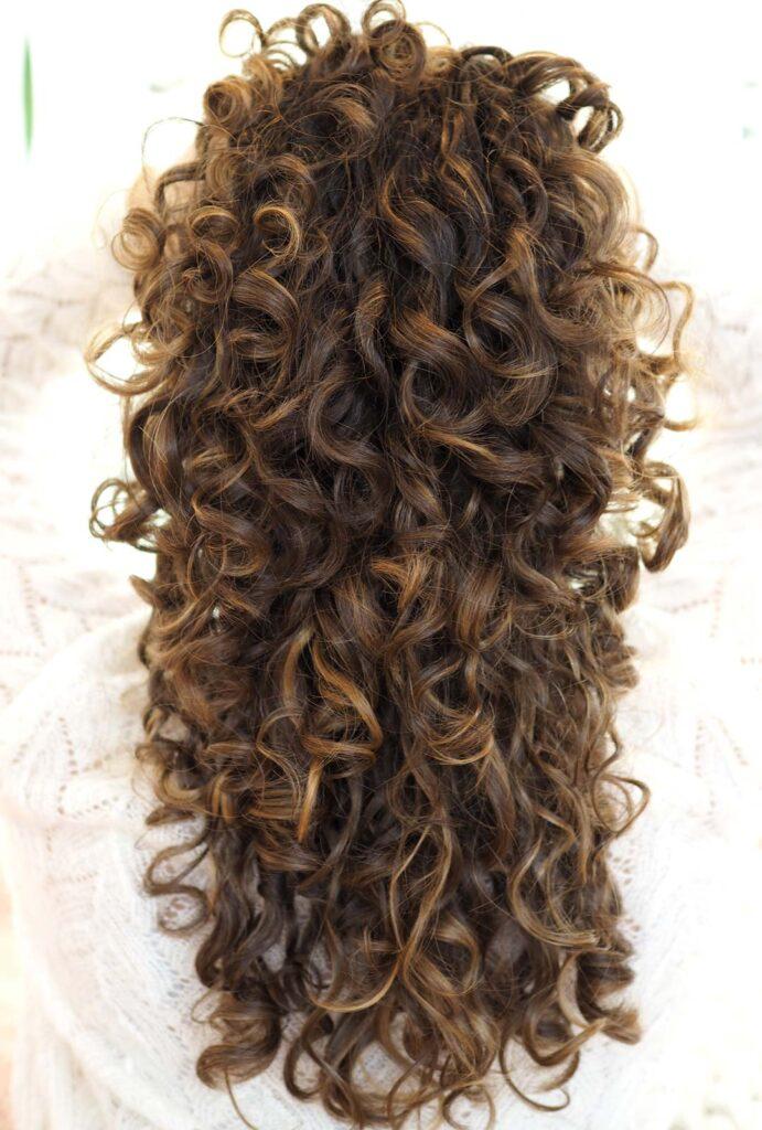 curly hair balayage curly cailin