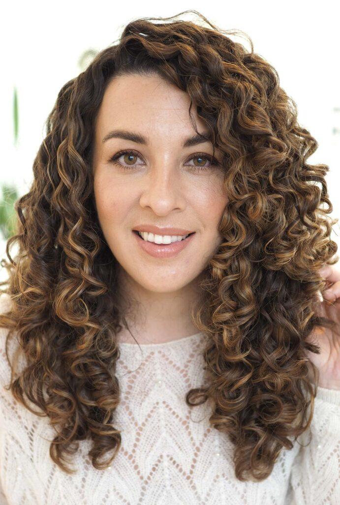 curly hair highlights balayage
