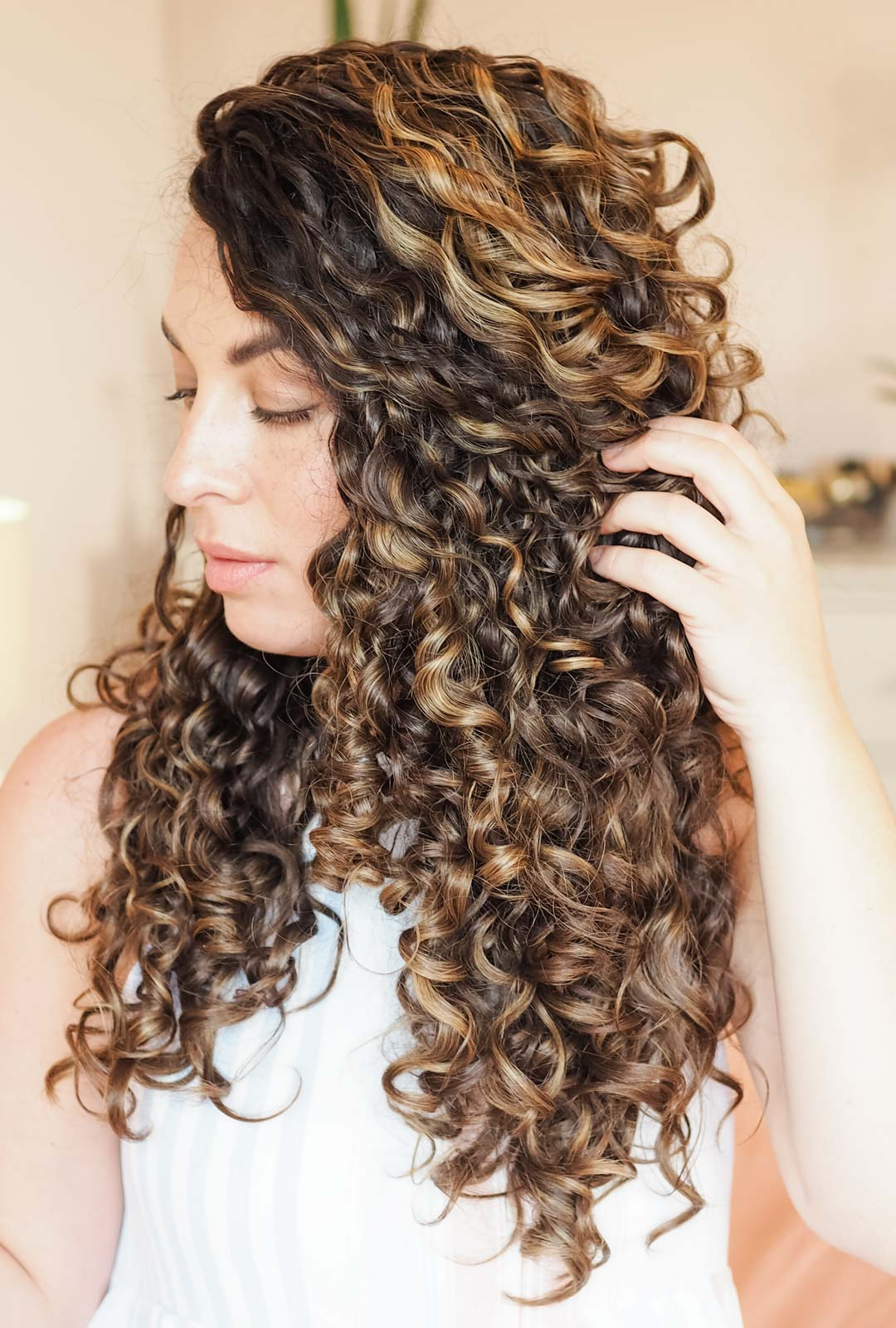 curly hair tips for how to beat halo frizz